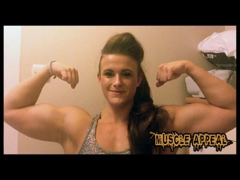 Georgina – Biceps Flexing