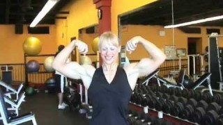 Wendy Lindquist – Biceps Posing