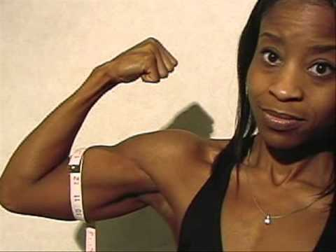 Surlenzra Robinson – Biceps Flexing