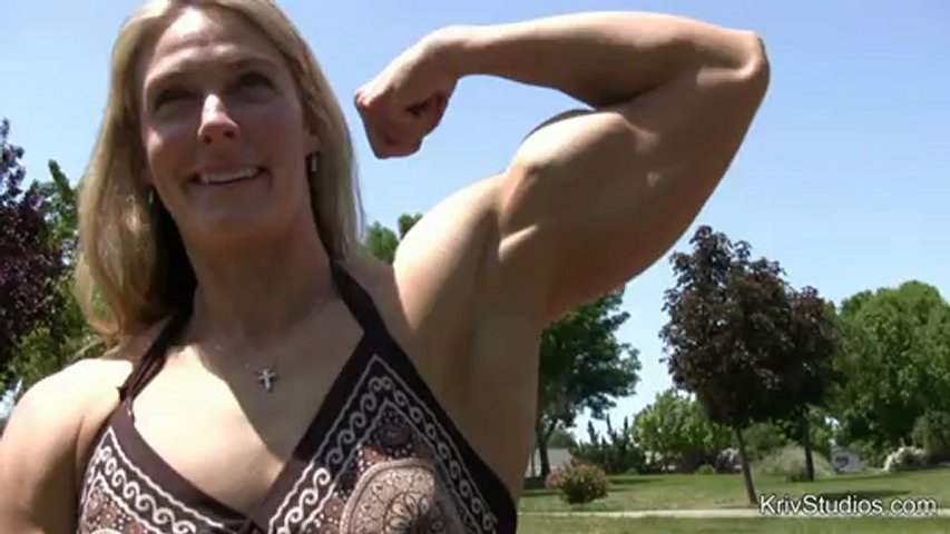Shawna Walker – Biceps Flexing