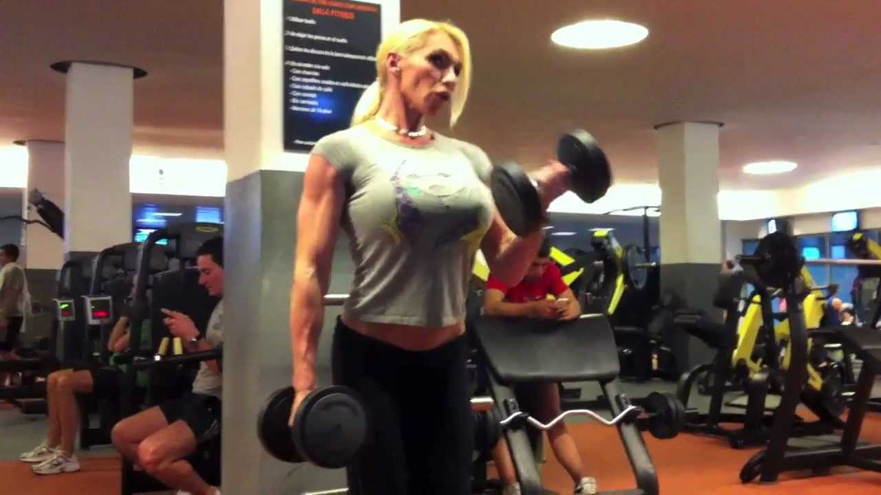 Krisztina Sereny – Biceps Workout And Flexing