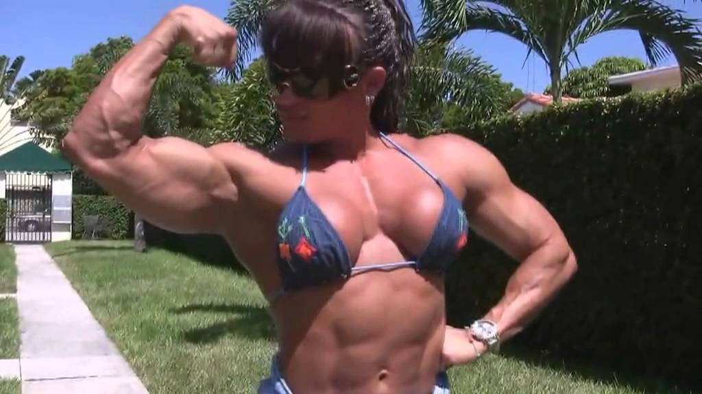 Betty Viana – Muscle Posing