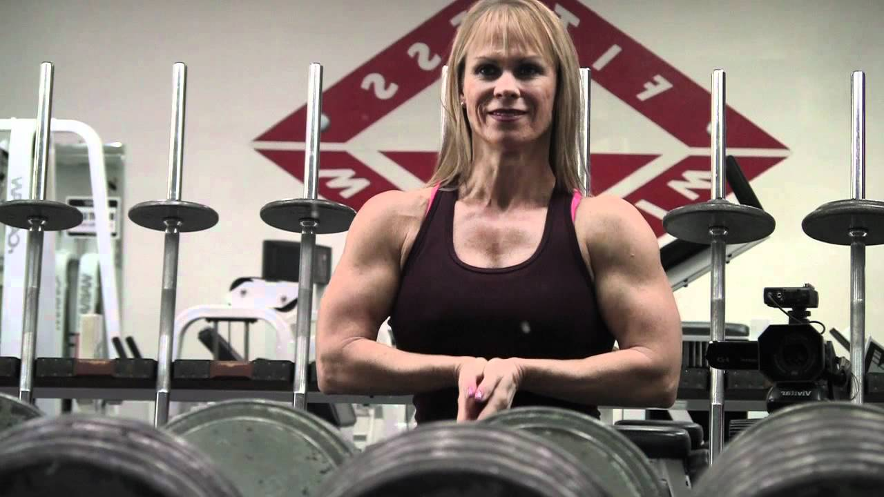 Clifta Perez – Biceps And Chest Flexing