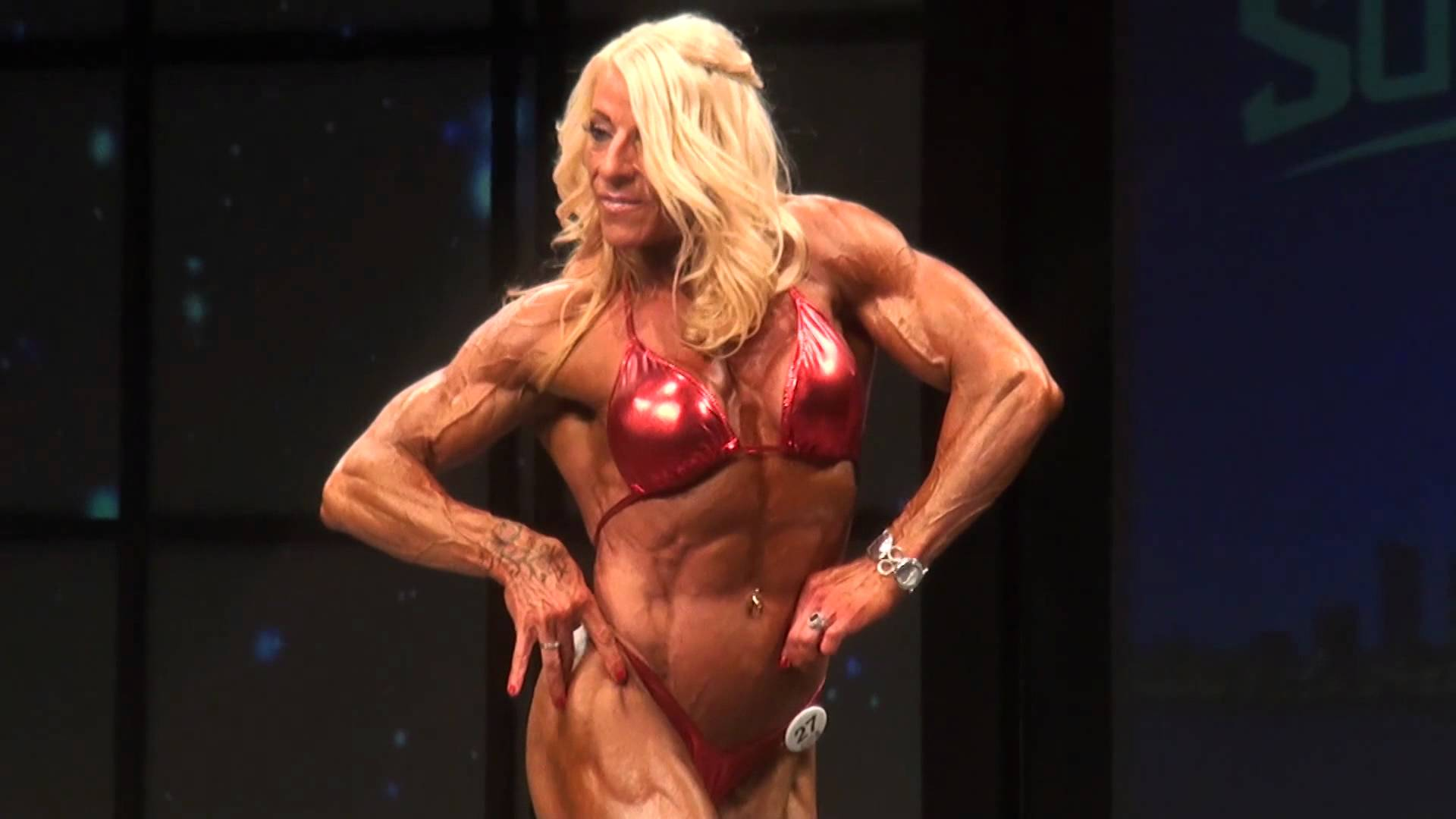 Laura Carolan – Posing At IFBB Toronto Pro SuperShow 2012