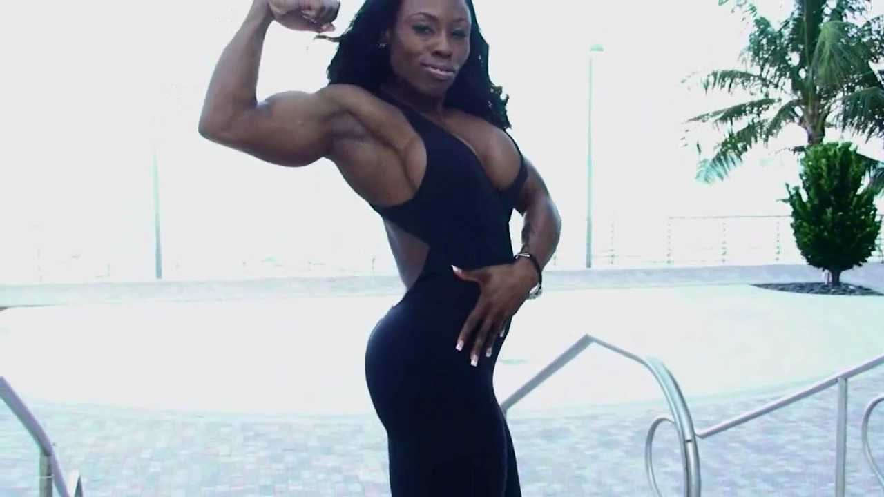 Victoria Dominguez (Treasure) Flexing