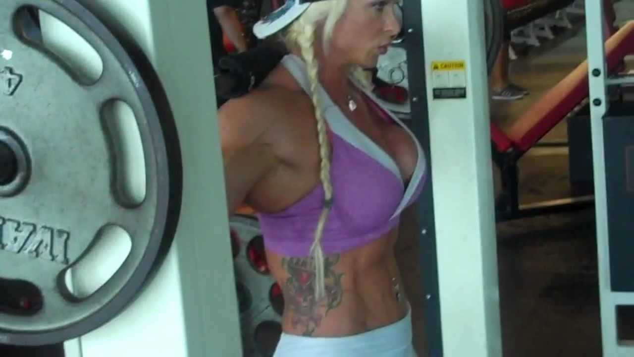 Jolynn Shane – Glute Squats On Smith Machine