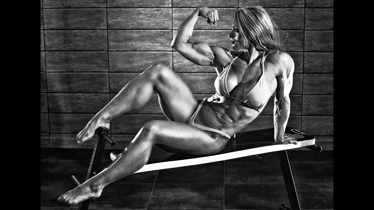 Susanna Tirpak – Fitness Model Flexing Photoshoot