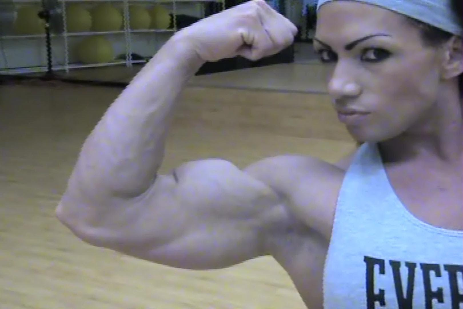 Isabelle Turell – Biceps Flexing