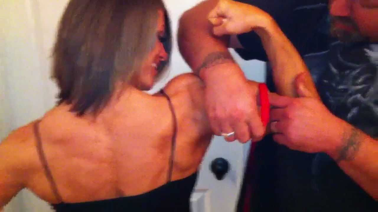 Tracy Weller – Biceps Measure