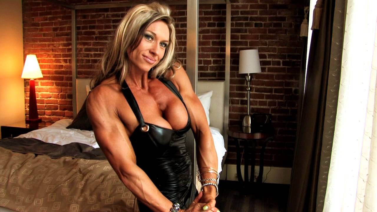 Meredith Mitchell – Biceps Flexing