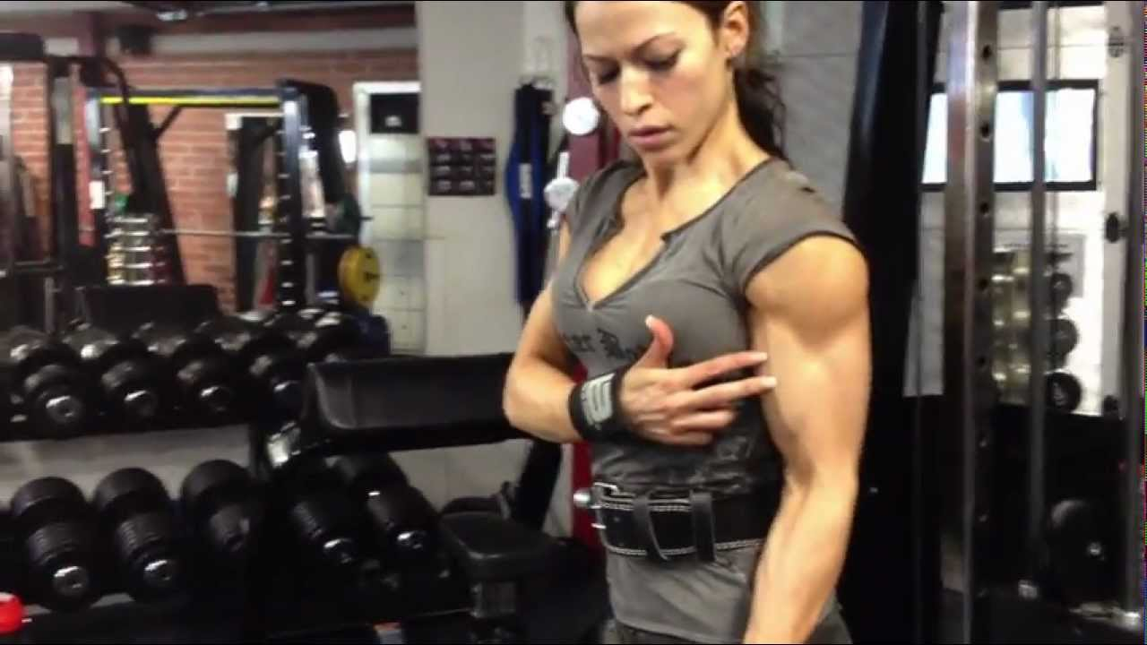 Yasemin Ourama – Biceps Workout