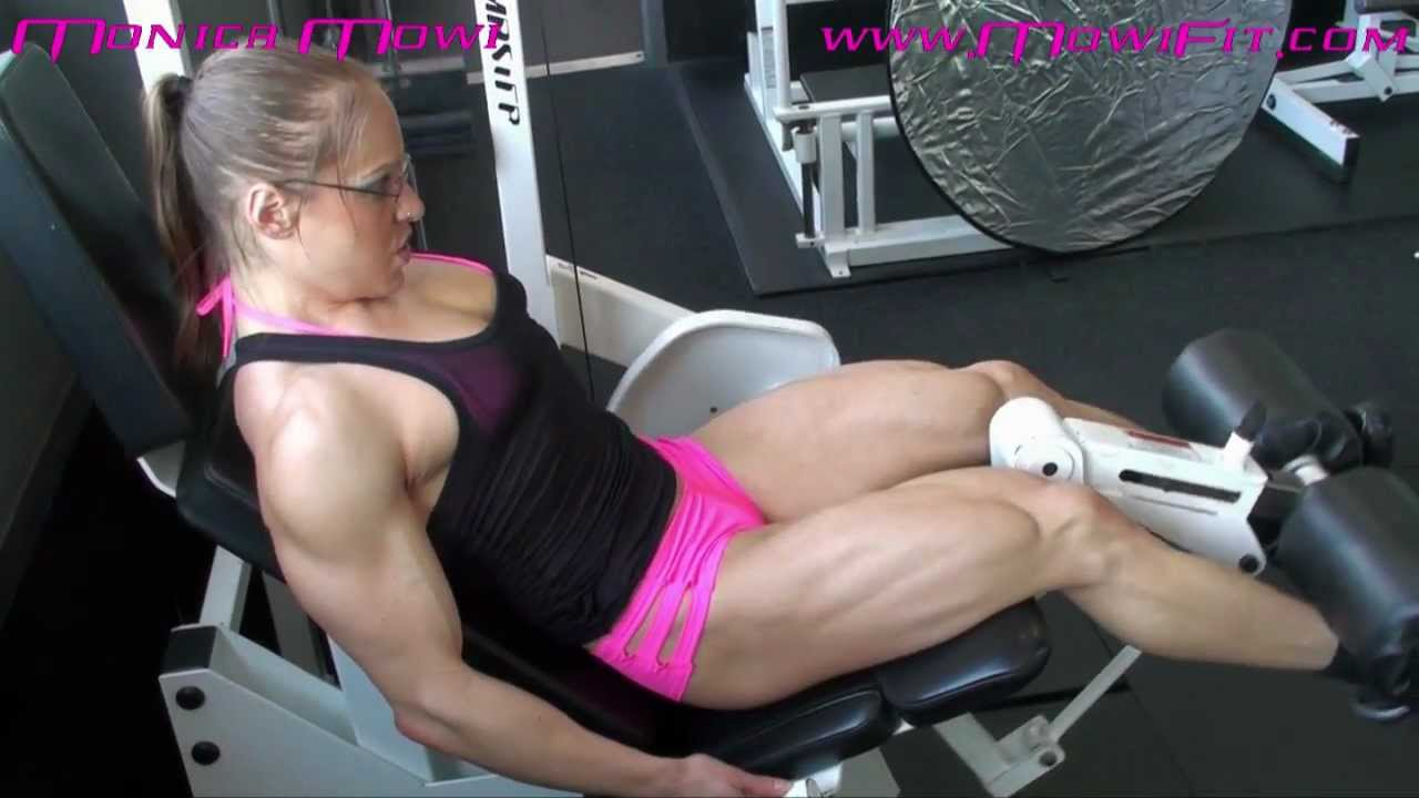 Monica Mollica – Leg Extension Closeup