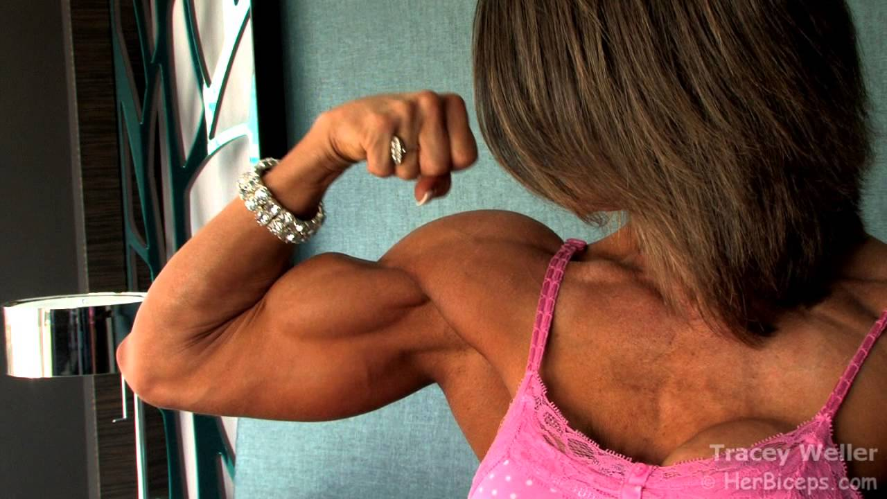 Tracy Weller – Biceps Flexing