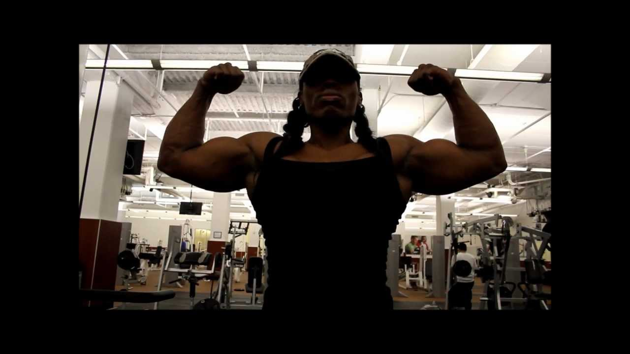Victoria Dominguez – Biceps Pumping