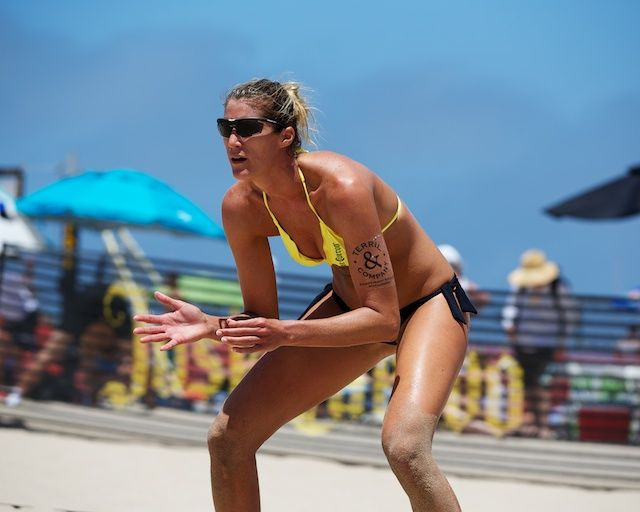 "Jenna Rosenthal – 198cm (6'6"") Tall Volleyball Player"