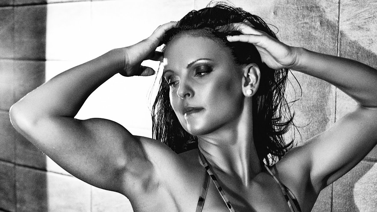 Eniko Csonka – Biceps Flexing Photoshoot