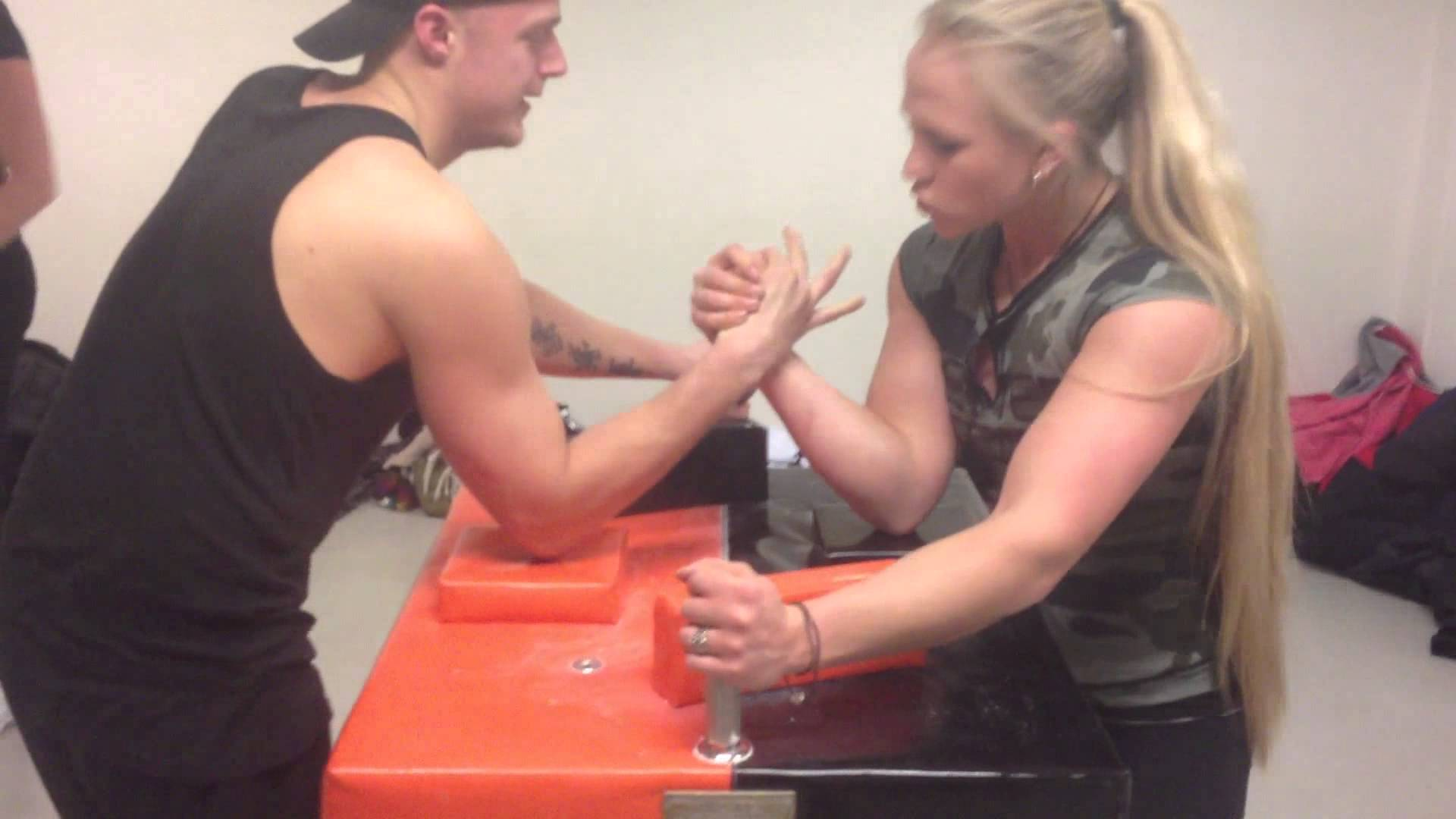 Sarah Bäckman – Armwrestling Training 2013