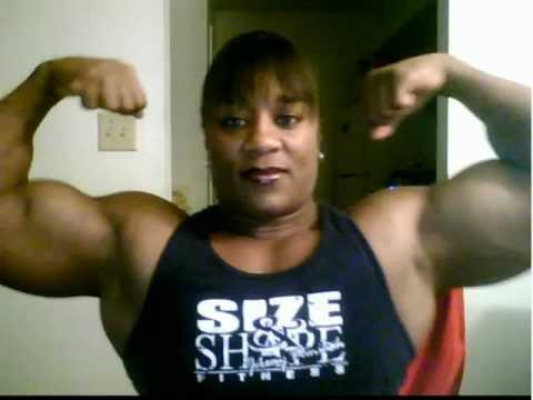 Kim Perez – Webcam Biceps Flex