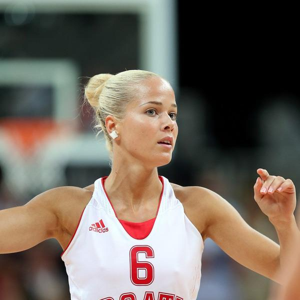 """Thaisa Daher – 196cm (6'5"""") Tall Volleyball Player"""