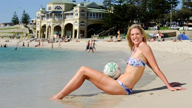 """Ciara Michel – 195cm (6'5"""") Tall Professional Volleyball Player"""