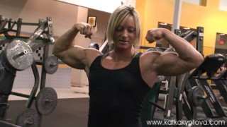 Katka Kyptova And Amber DeLuca – Biceps Workout