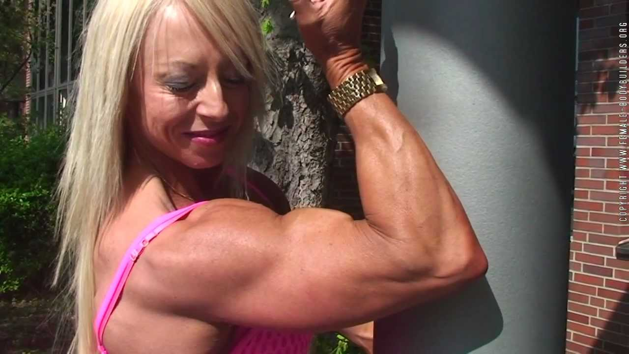Nathalie Falk Flexing