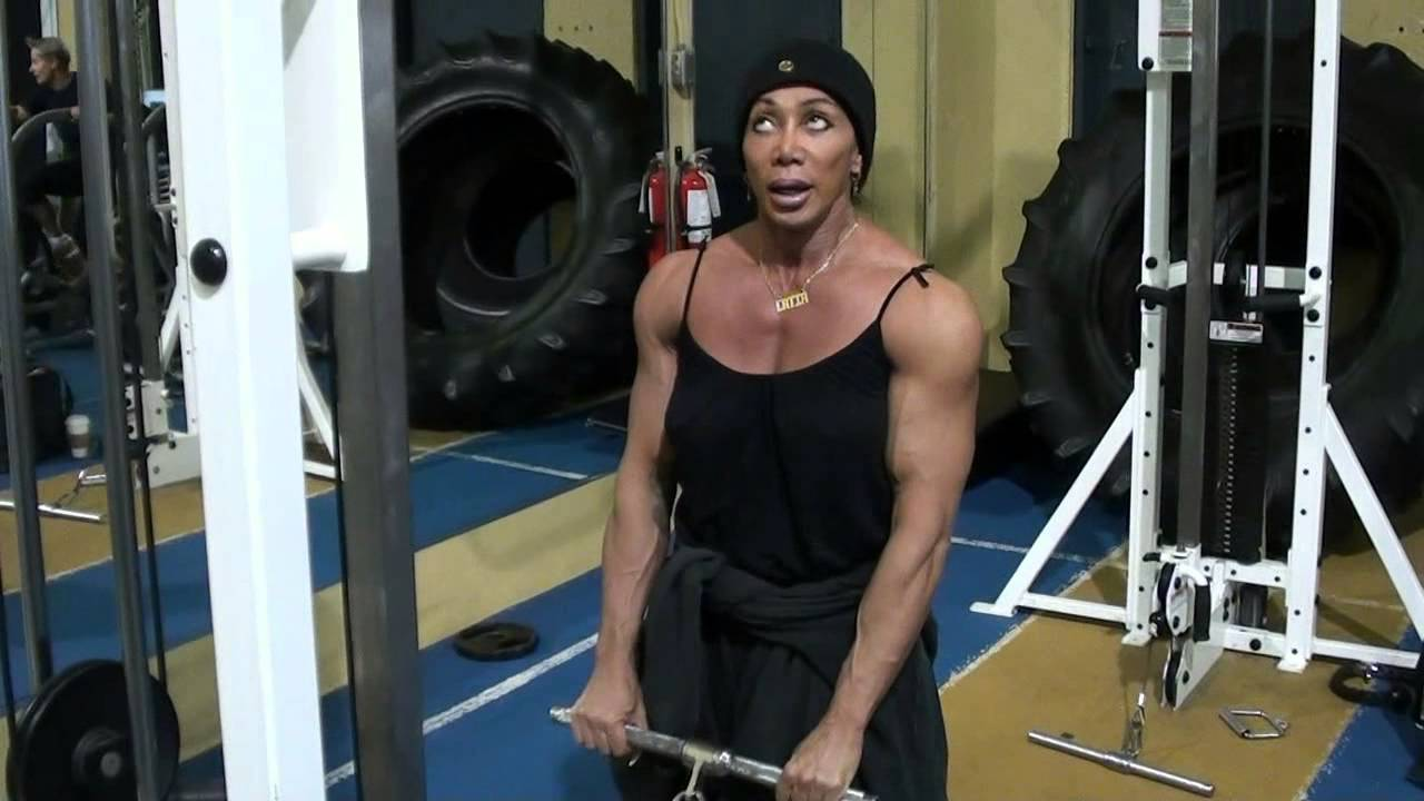 Latia Del Riviero – Biceps Workout Part 2