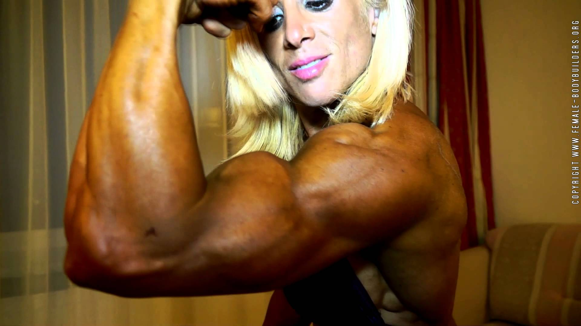 Silvia Matta – Biceps Flexing