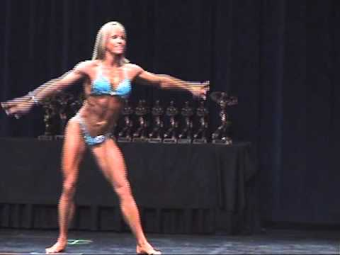 Lucy Cerantola – Posing Routine IFBB World 2013 Qualifier