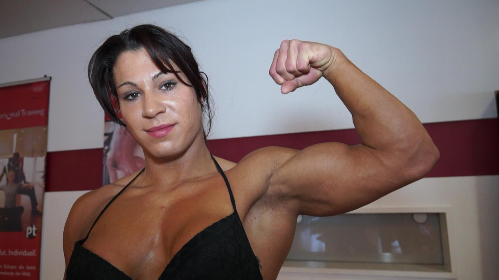 Renata Hronova Flexing
