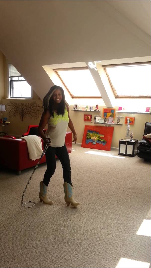 Yenny Polanco – Cowgirl Jump Roping Tricks