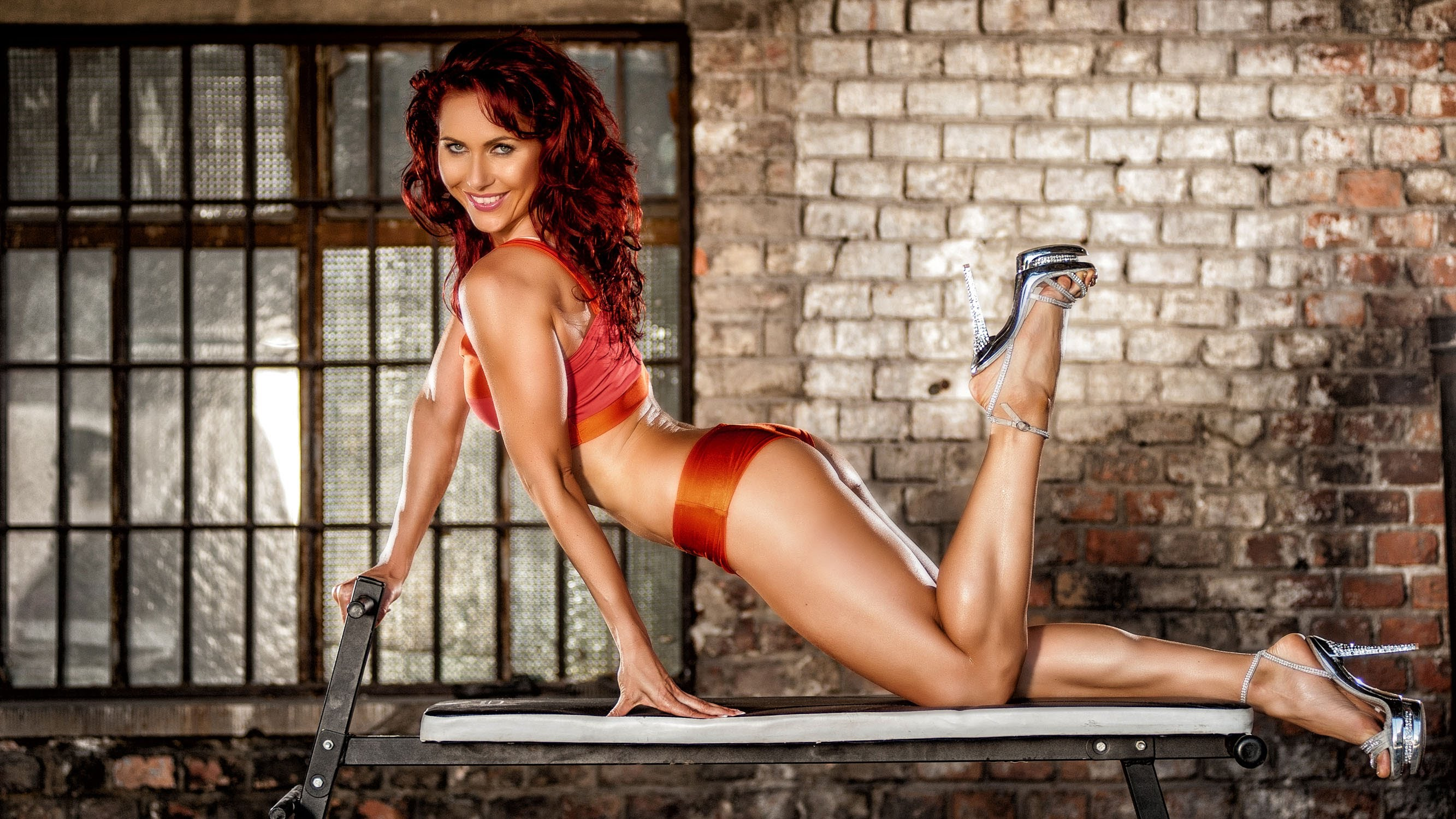Demi Bagby – Amazing Fitness Girl