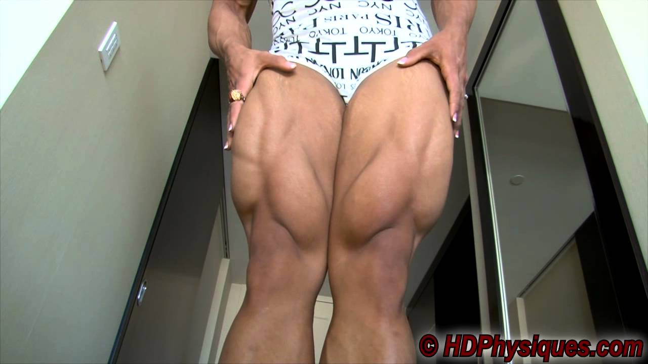 Shannon Courtney – Legs & Biceps Flexing