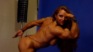 Lindsay Mulinazzi – Flexing For A Photoshoot