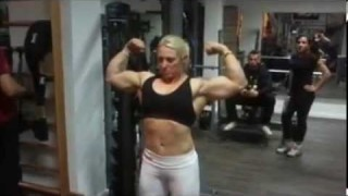 Gloria Armstrong – Powerlifter Flexing