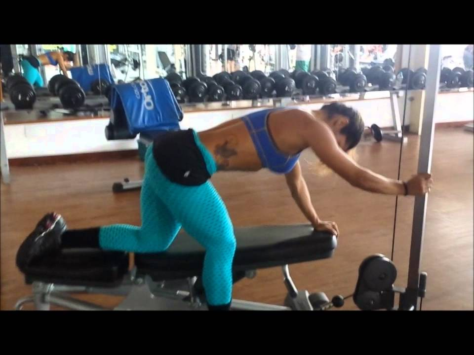 Aline Barreto – Glutes Workout
