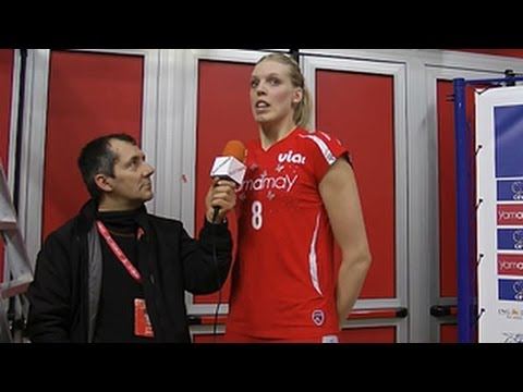 "206cm (6'9"") Tall Elisany Silva In Local TV News"