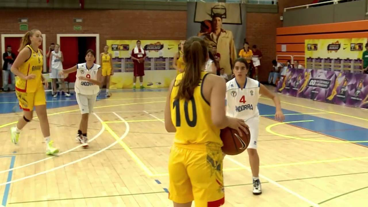 "Bianca Elena Blanaru – 195cm (6'5"") Tall Basketball Player"