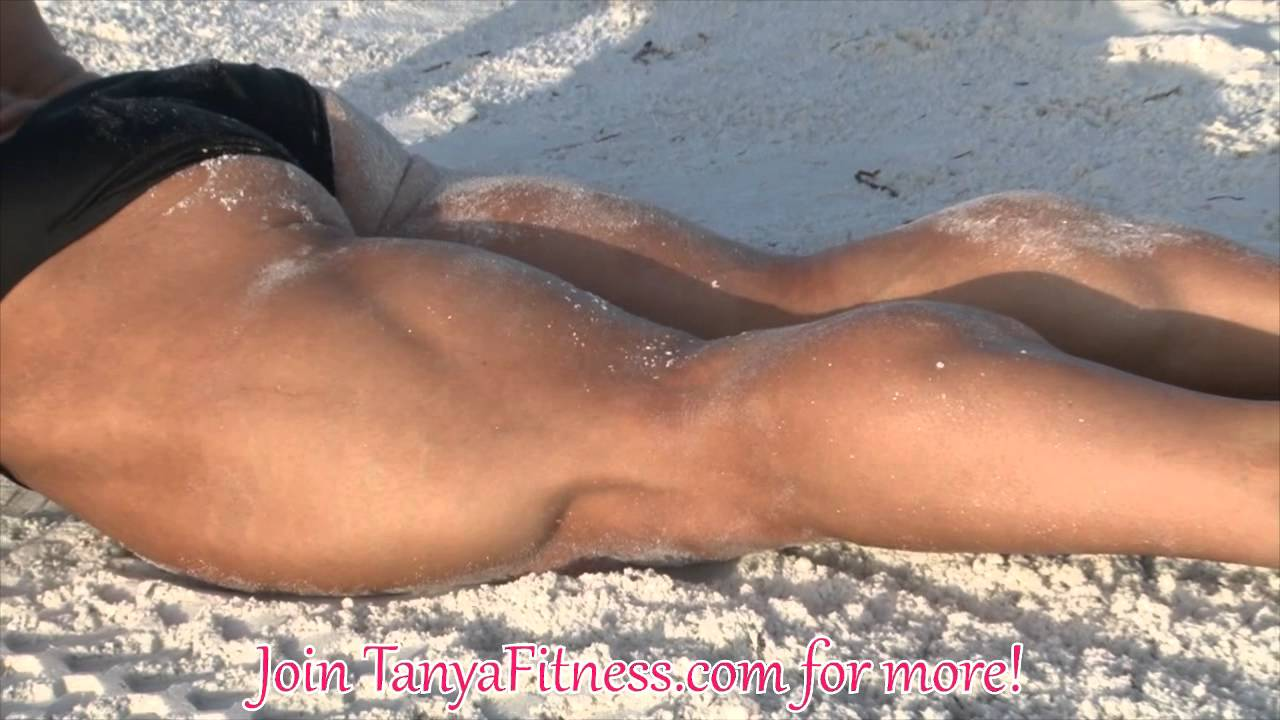 Shannon Courtney – Flexing On The Beach