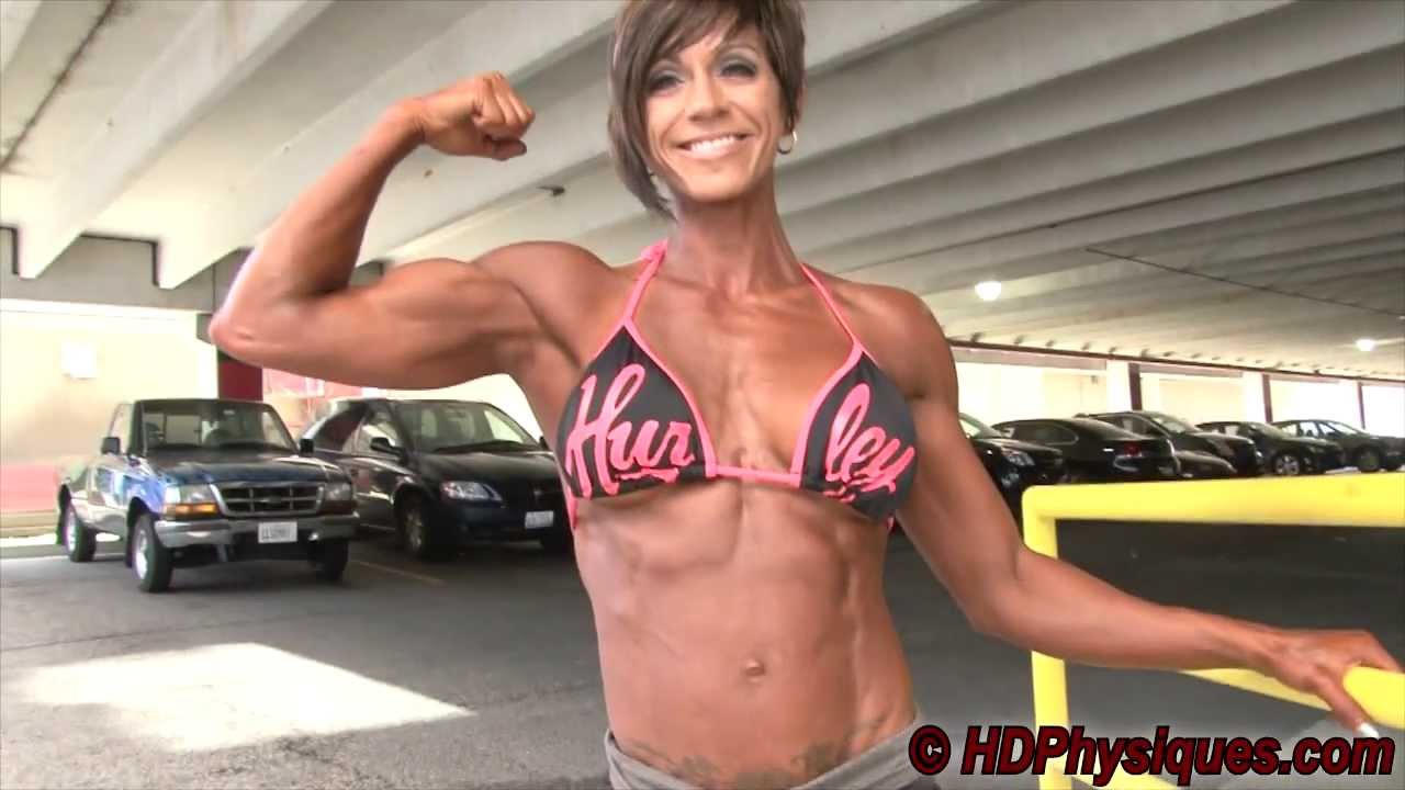 Stephanie Willes – Biceps Flexing
