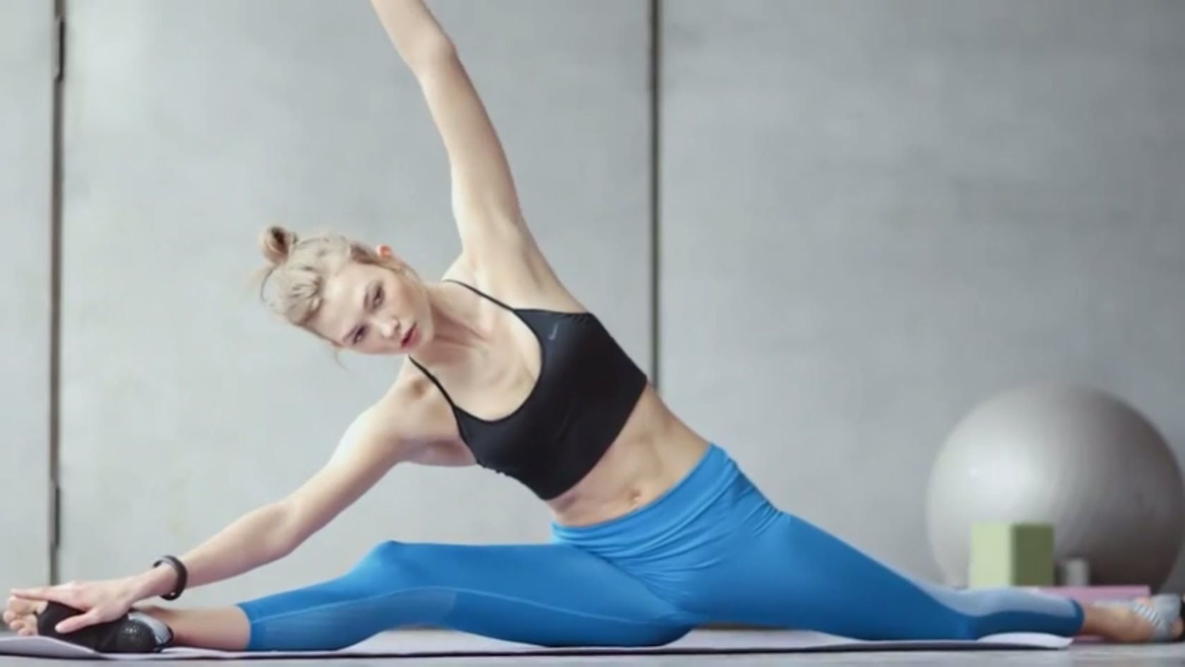 Karlie Kloss – A Day With Nike