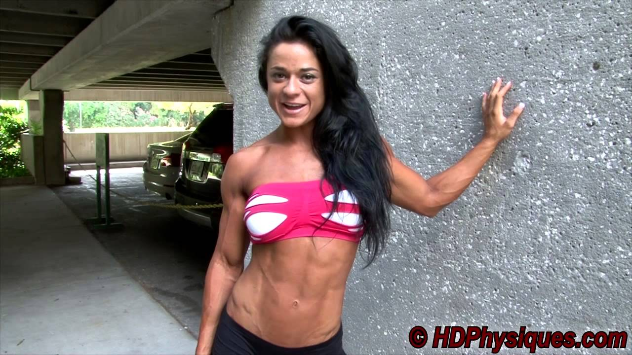 Ivana Ivusic Flexing