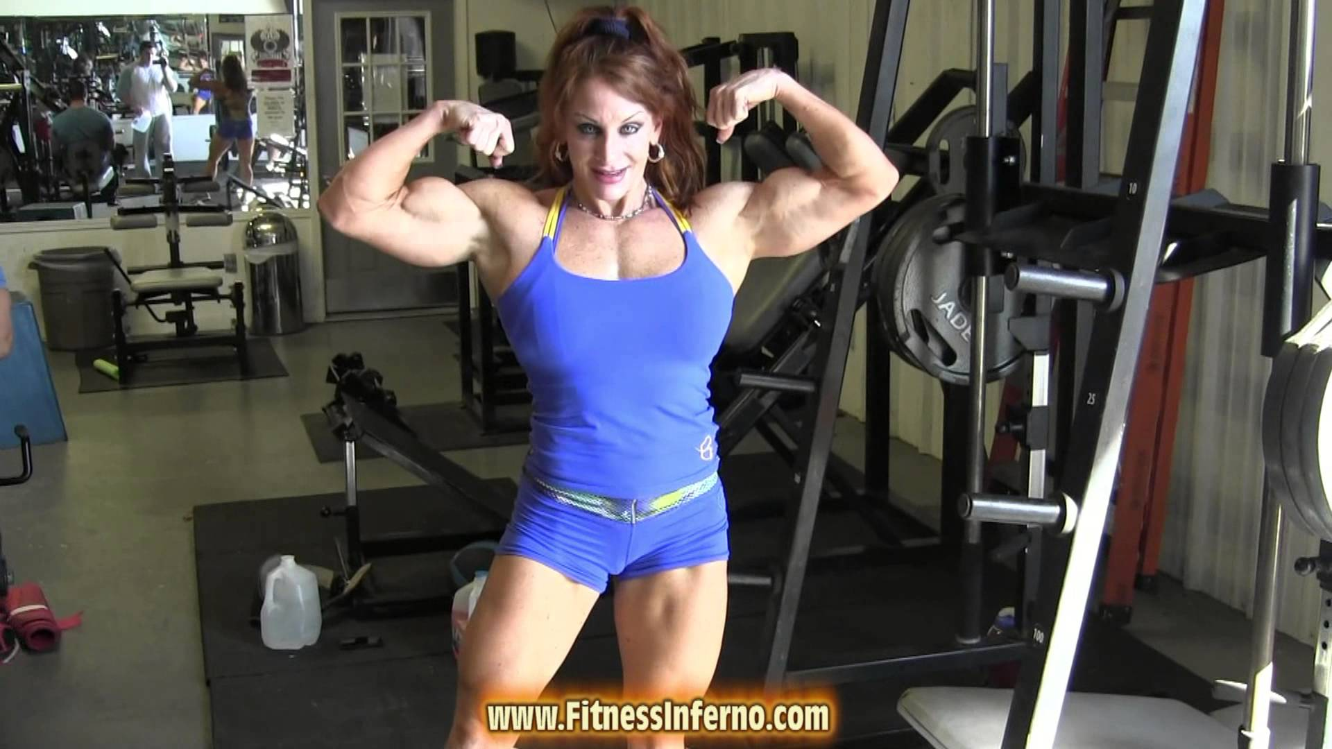 Lindsay Mulinazzi – Workout & Muscle Flexing