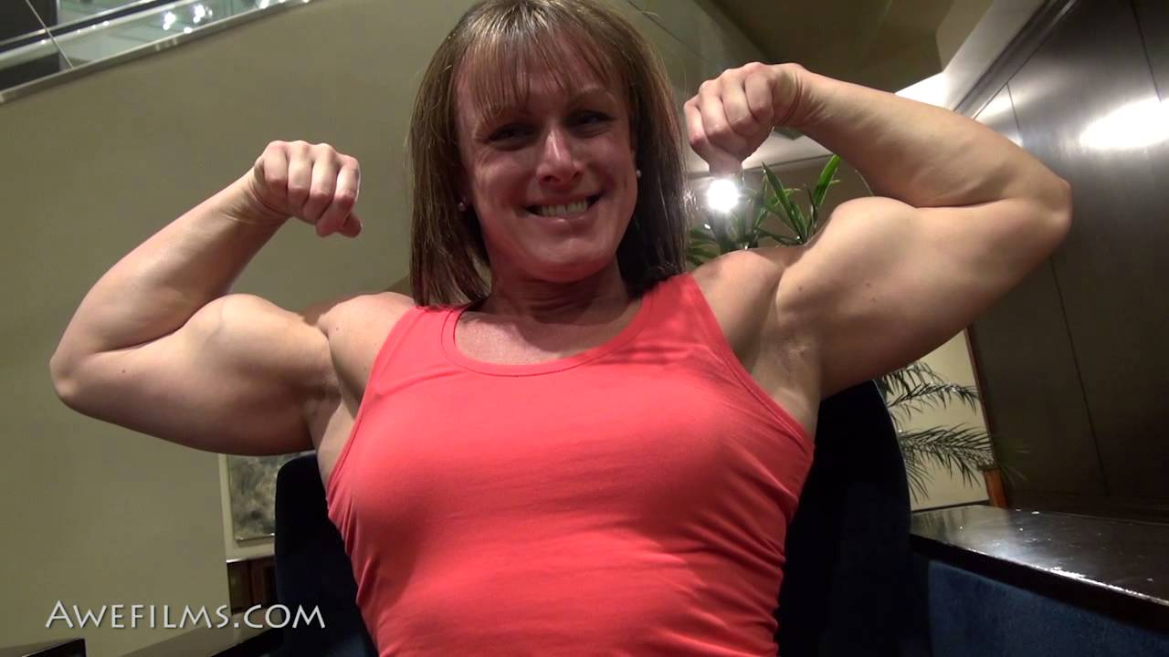 Michelle Russell – Posing & Flexing