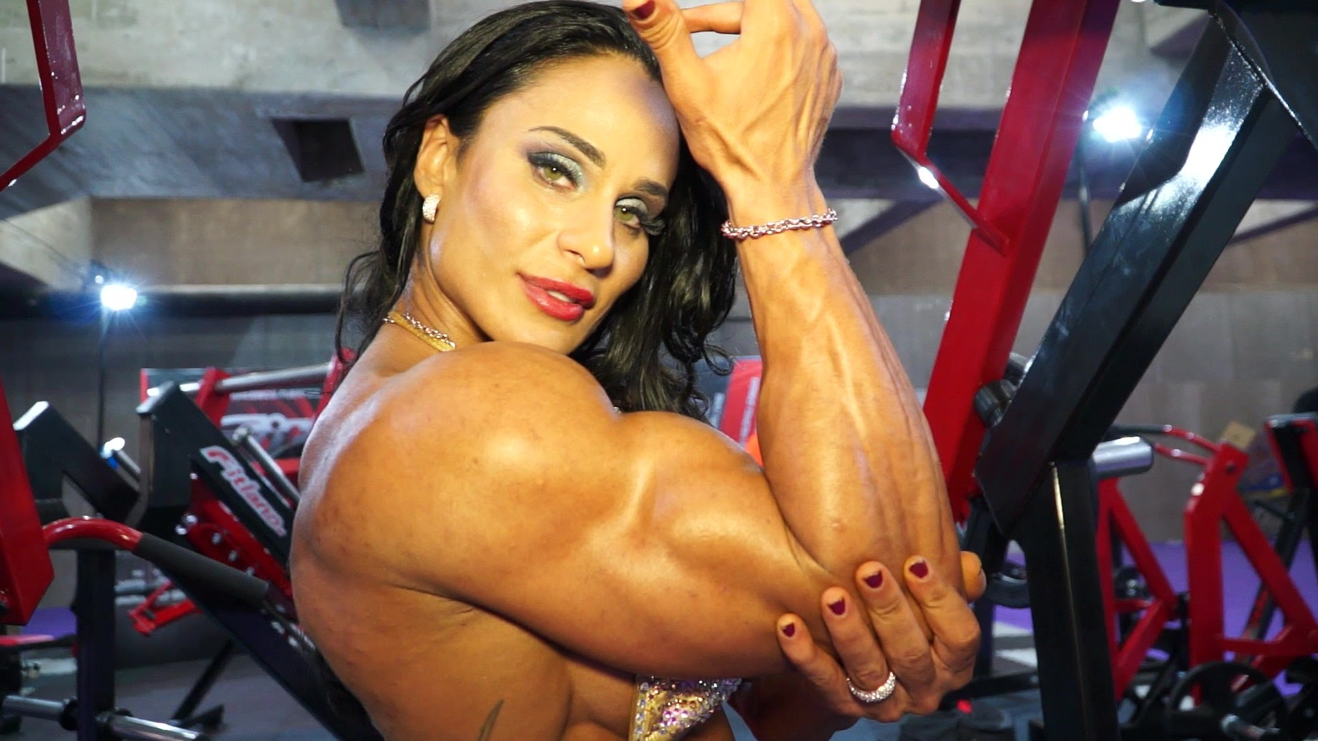 Cris Goy Arellano – Beautiful Catalan Female Bodybuilder Workout And Posing
