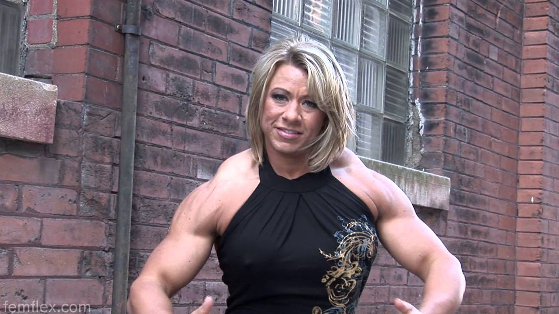 Julie Bourassa – Huge Traps And Biceps