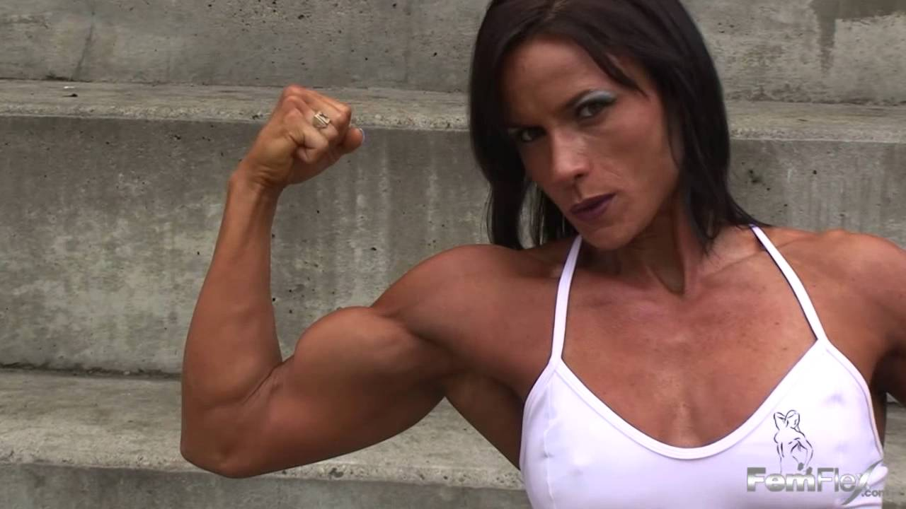 Heather Mackinnon – Biceps Flexing