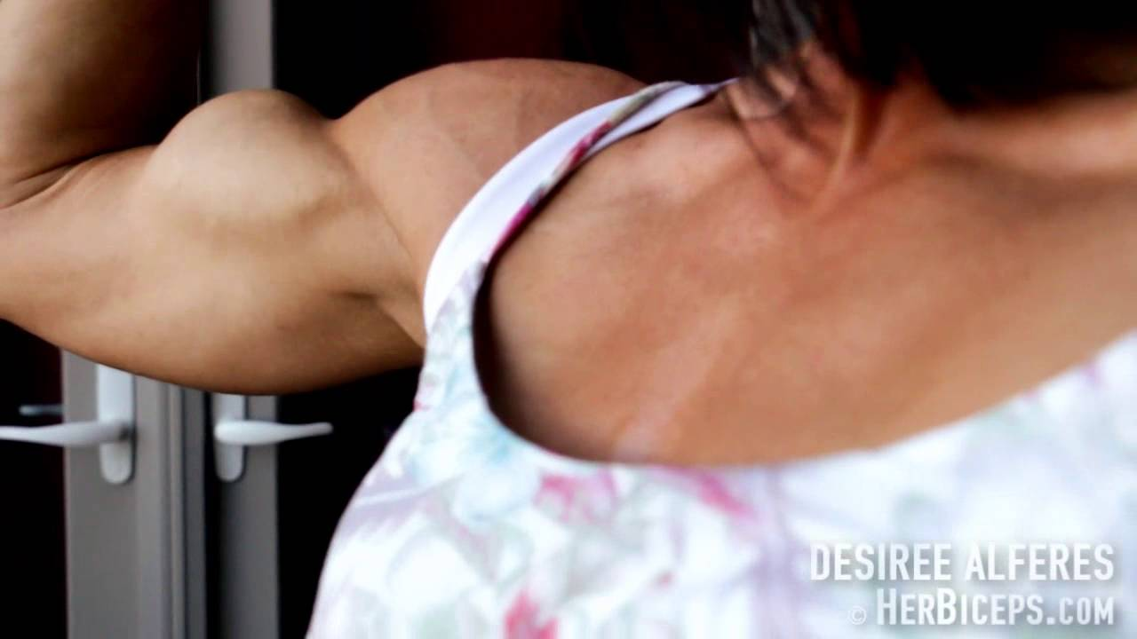 Desiree Alferes – Biceps Flexing