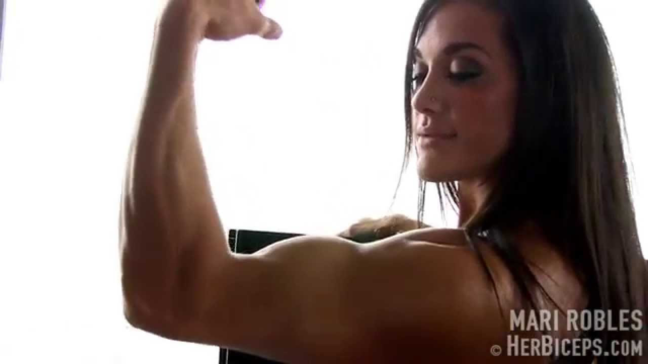 Mari Robles – Biceps Flexing