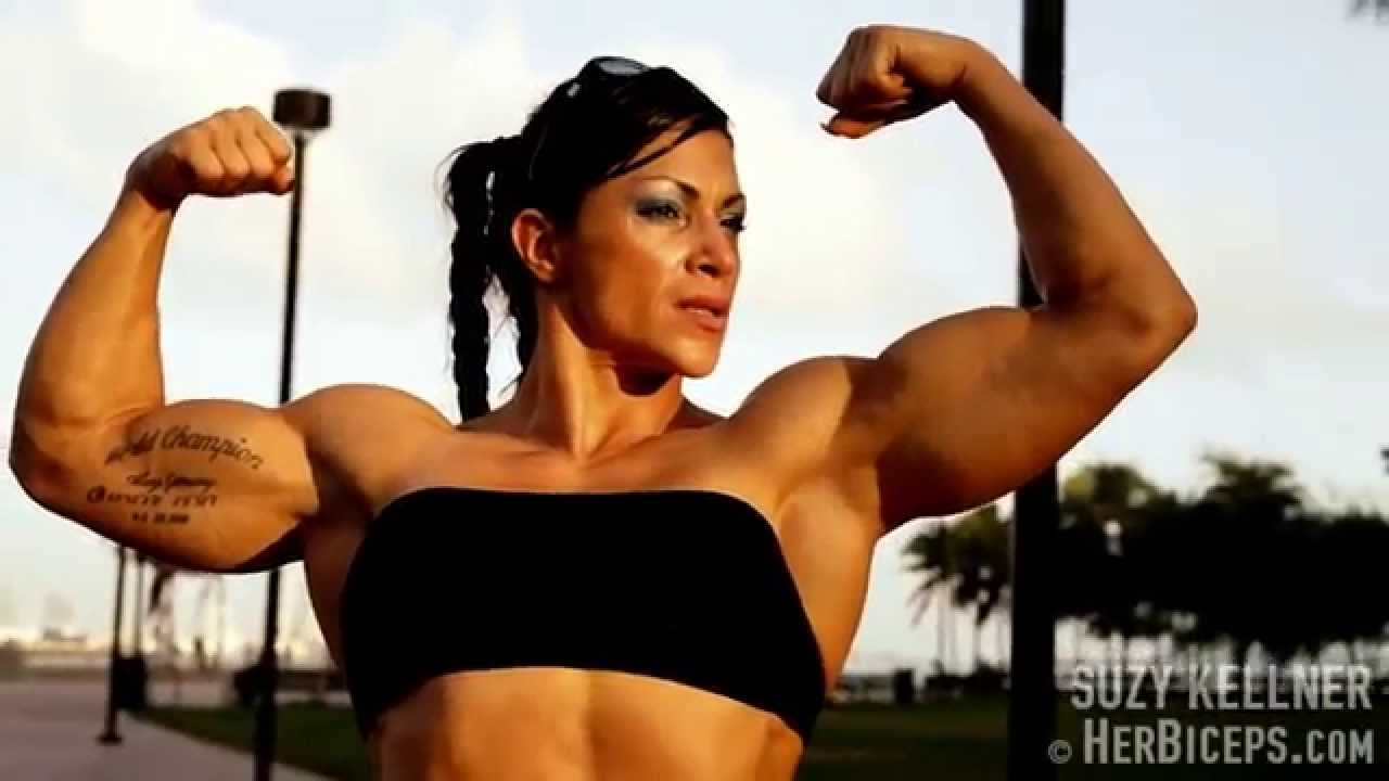 Suzy Kellner – Abs & Biceps Flexing
